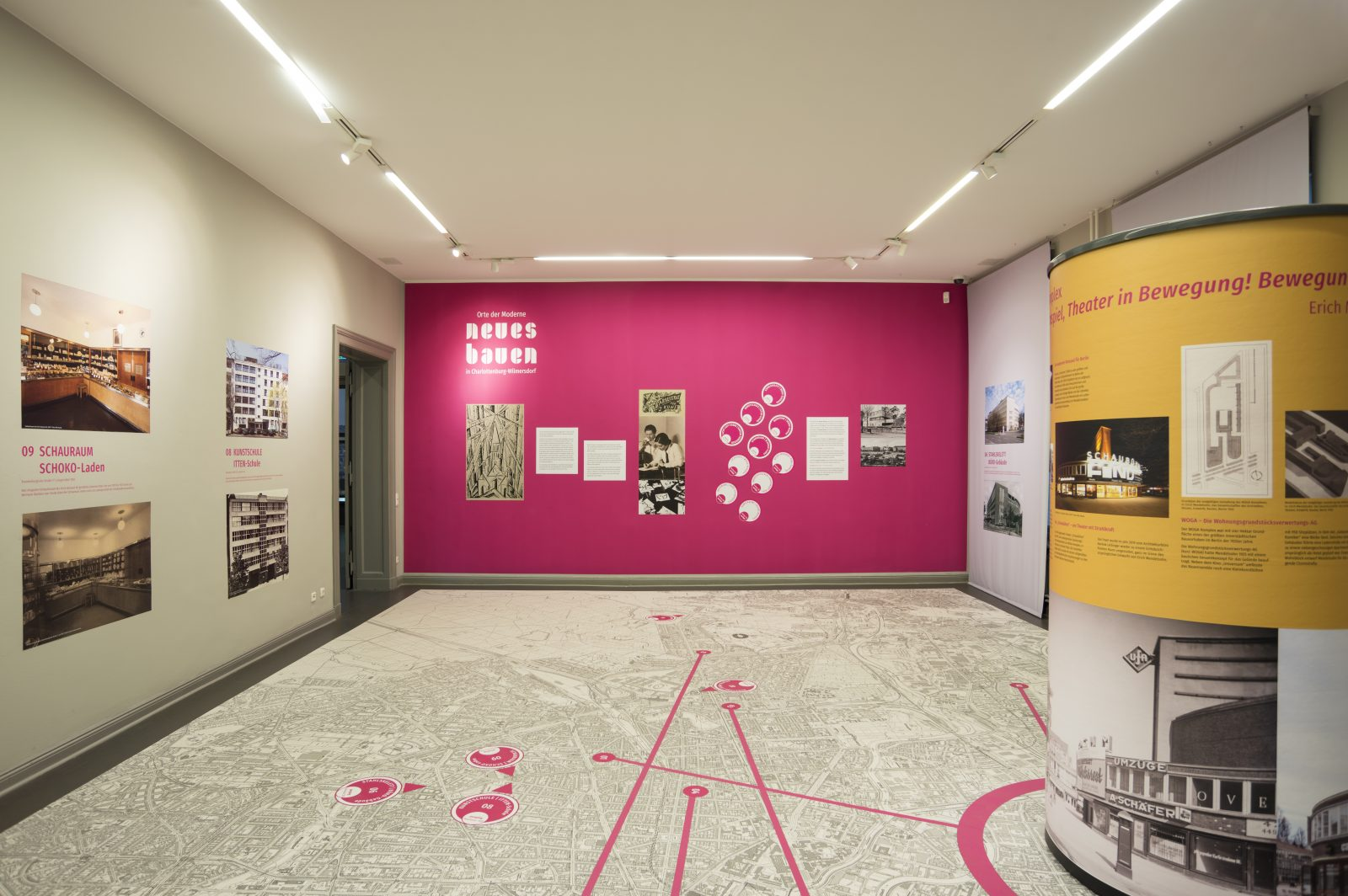 """Blick in die Ausstellung """"Neues Bauen"""", Team Best 2020"""